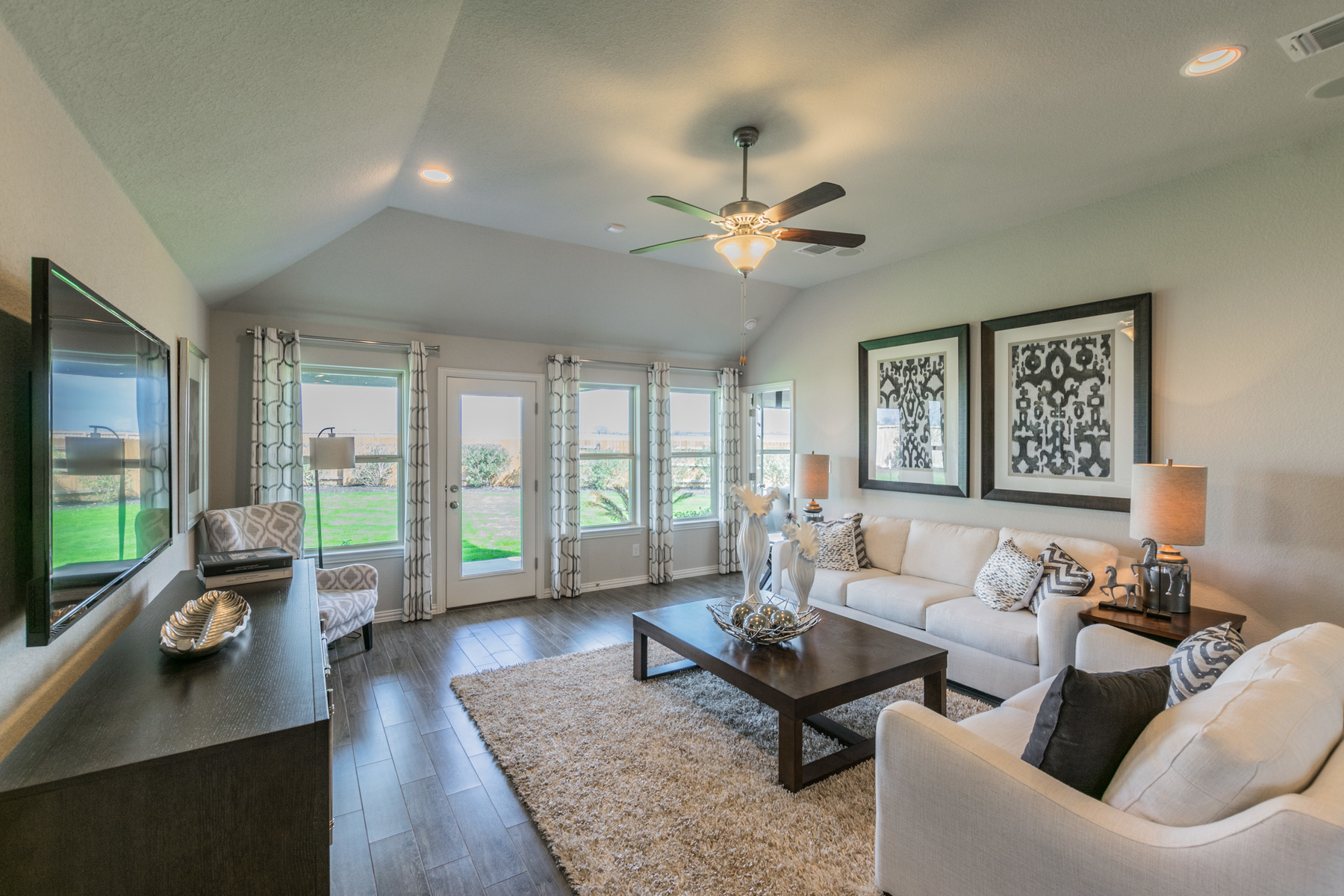 Paloma Lake Family Room